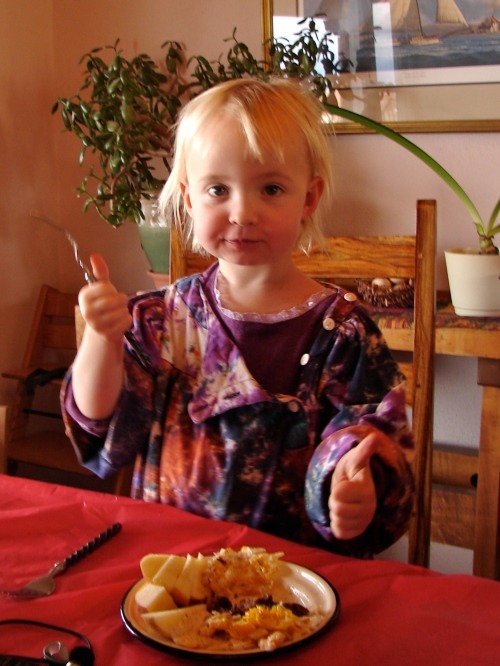 Isla, sporting her Picassa smock, give the Bucky sausages a thumbs up!